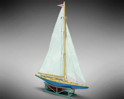 Endeavour-II-Bausatz-1-193-Mini-Mamoli-21814_b_1.JPG