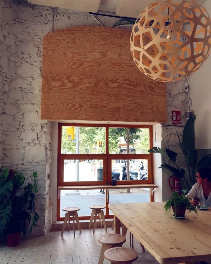 Best brunch in Barcelona @minkaguides Little Fern interior 1