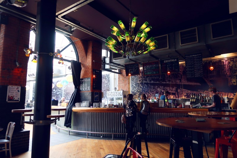 Review Generator Hostel Dublin @minkaguides Bar