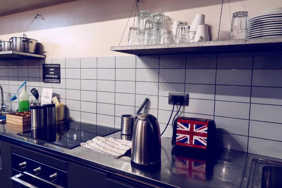 Review The Yellow Hostel Rome @minkaguides kitchen