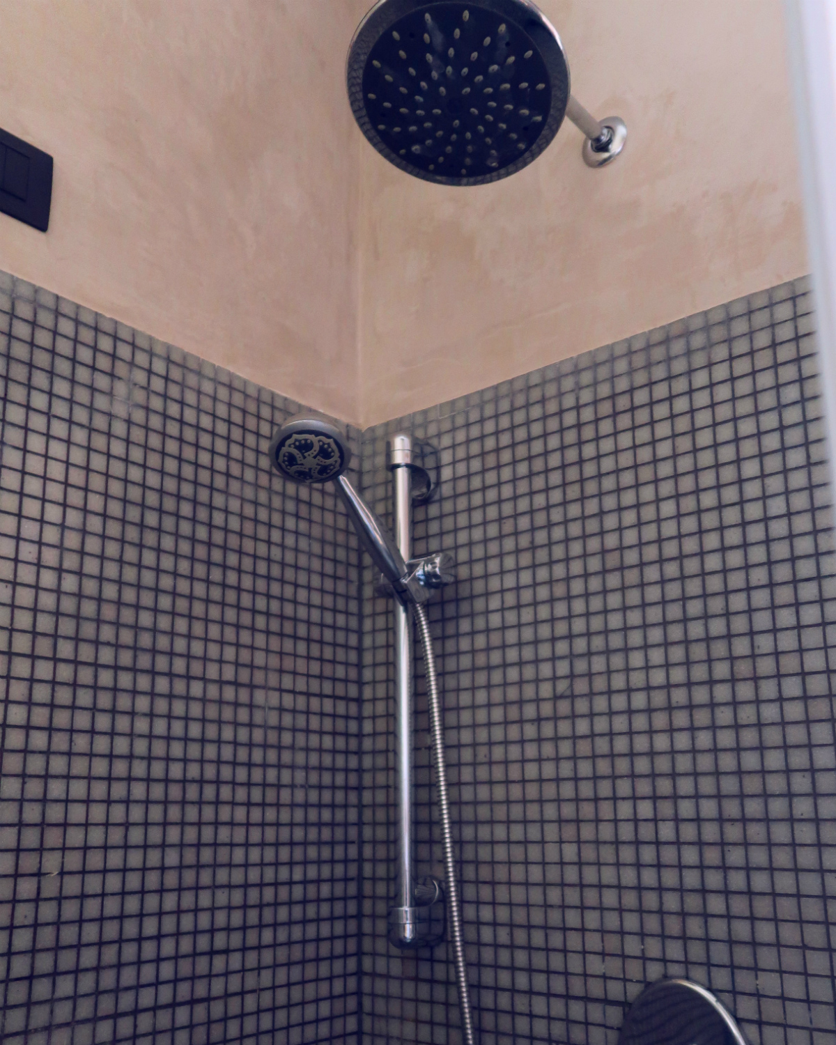 Review The Yellow Hostel Rome @minkaguides shower