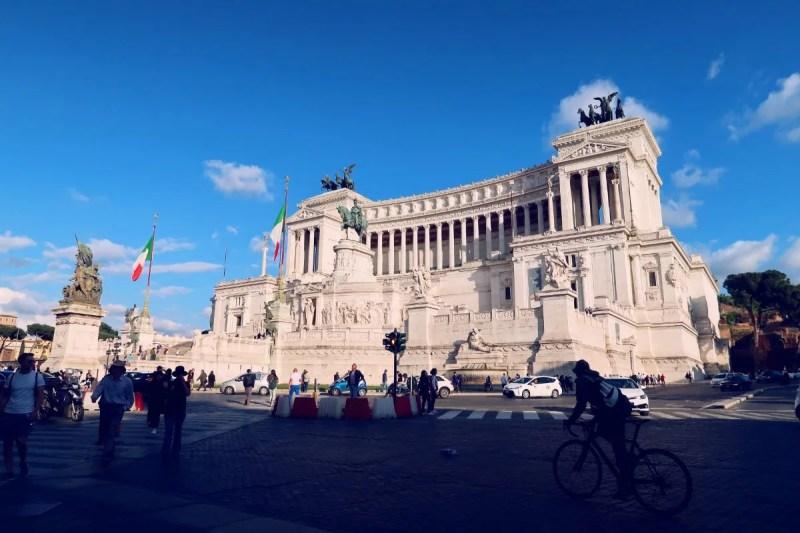 Rome overtourism @minkaguides Colosseum tour