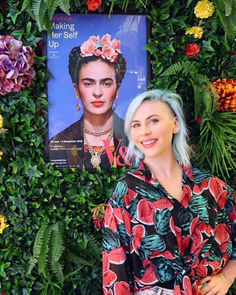 Autumn London @minkaguides Frida Kahlo Making Herself Up