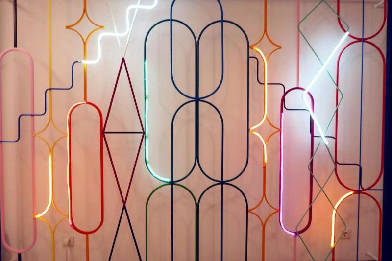 Generator Hostel Madrid @minkaguides reception artwork