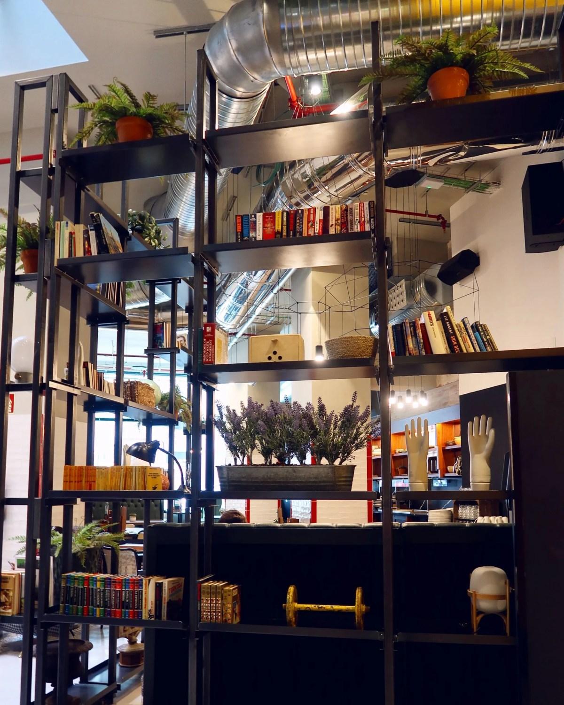 Generator Hostel Madrid @minkaguides reception design