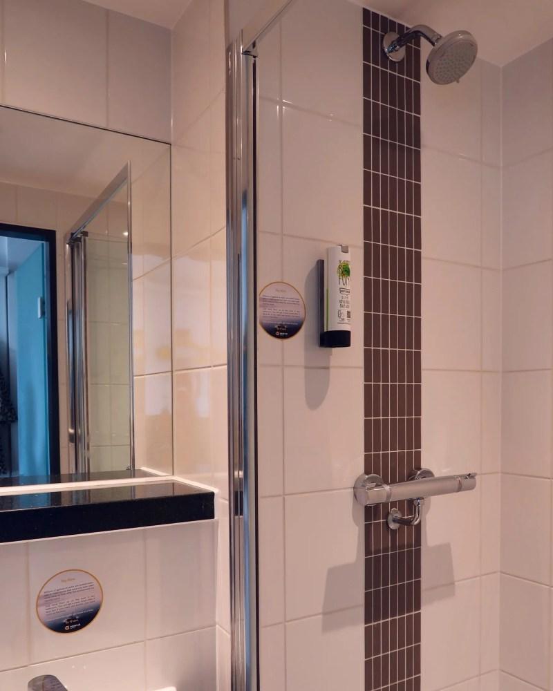 Point A Hotel London Shoreditch @minkaguides bathroom