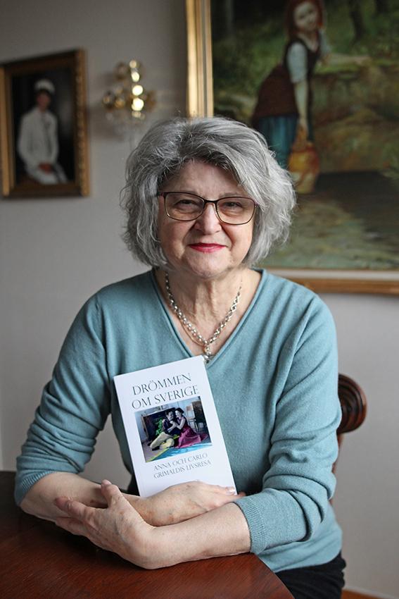 Maria Drangel med sin bok Drömmen om Sverige, skriven tillsammans med Pia Hintze, producerad av Min memoar.