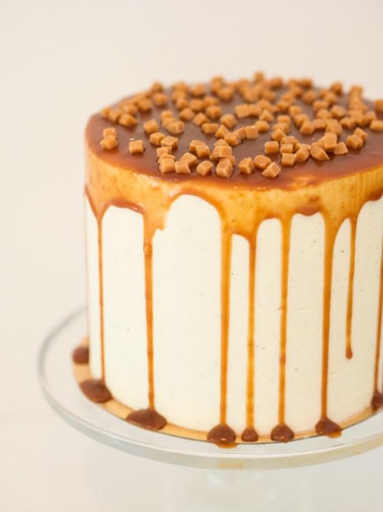 salted caramel apple cake jyväskylä