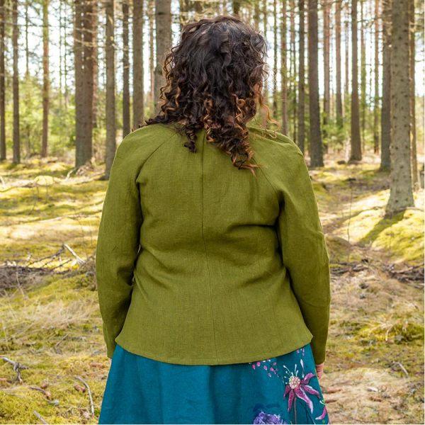 Vihreä pellavainen kietaisujakku takaapäin