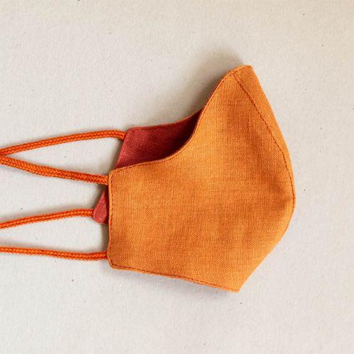 Pellavamaski stopparilla, oranssin sävyt