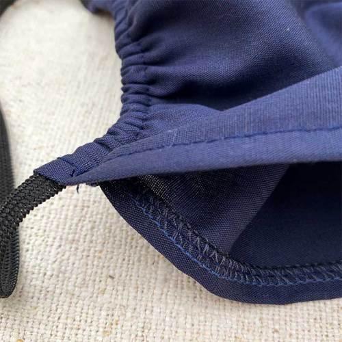 Tummansininen kaksinkertainen puuvillainen kasvomaski, jossa tasku lisäsuodattimelle