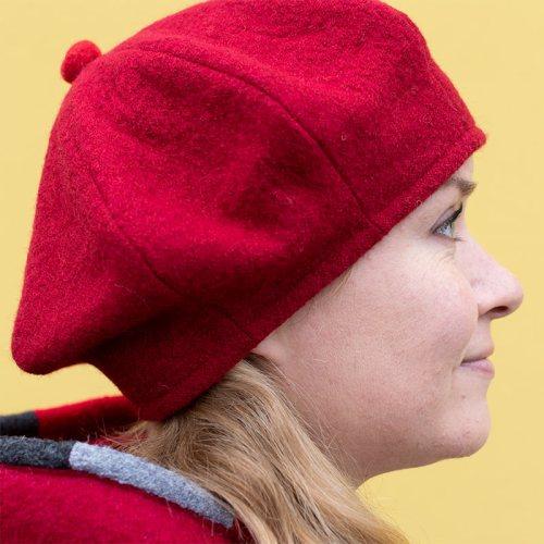 Punainen baskeri, villaa. Villabaskeri talveksi.