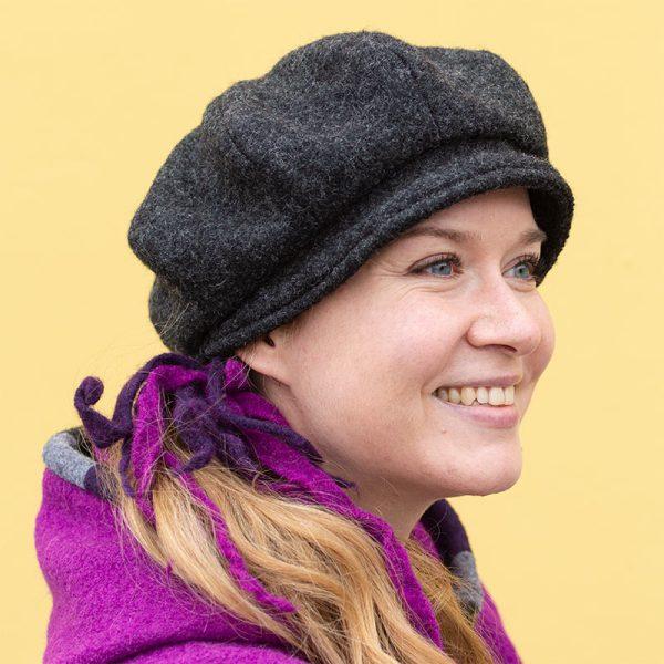 Harmaa villabaskeri lierimäisellä lipalla, naisten talvihattu