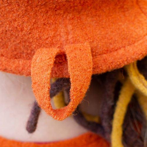 Kiekura saunahattu, oranssi villakankainen saunahattu lierillä, takana ripustuslenkki