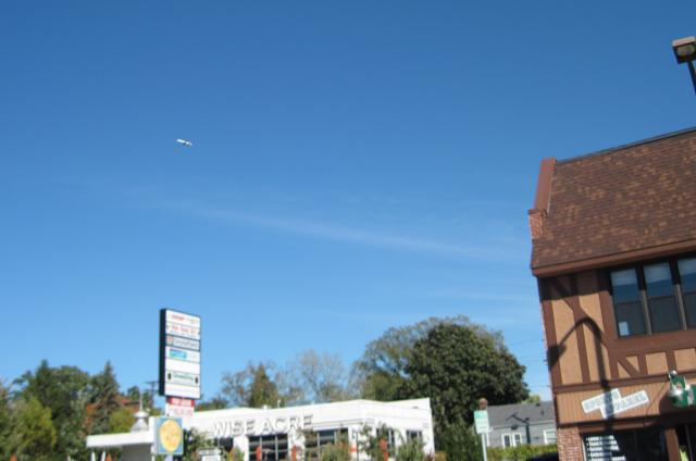 Airplane over s. minneapolis