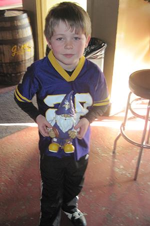 child in vikings jersey