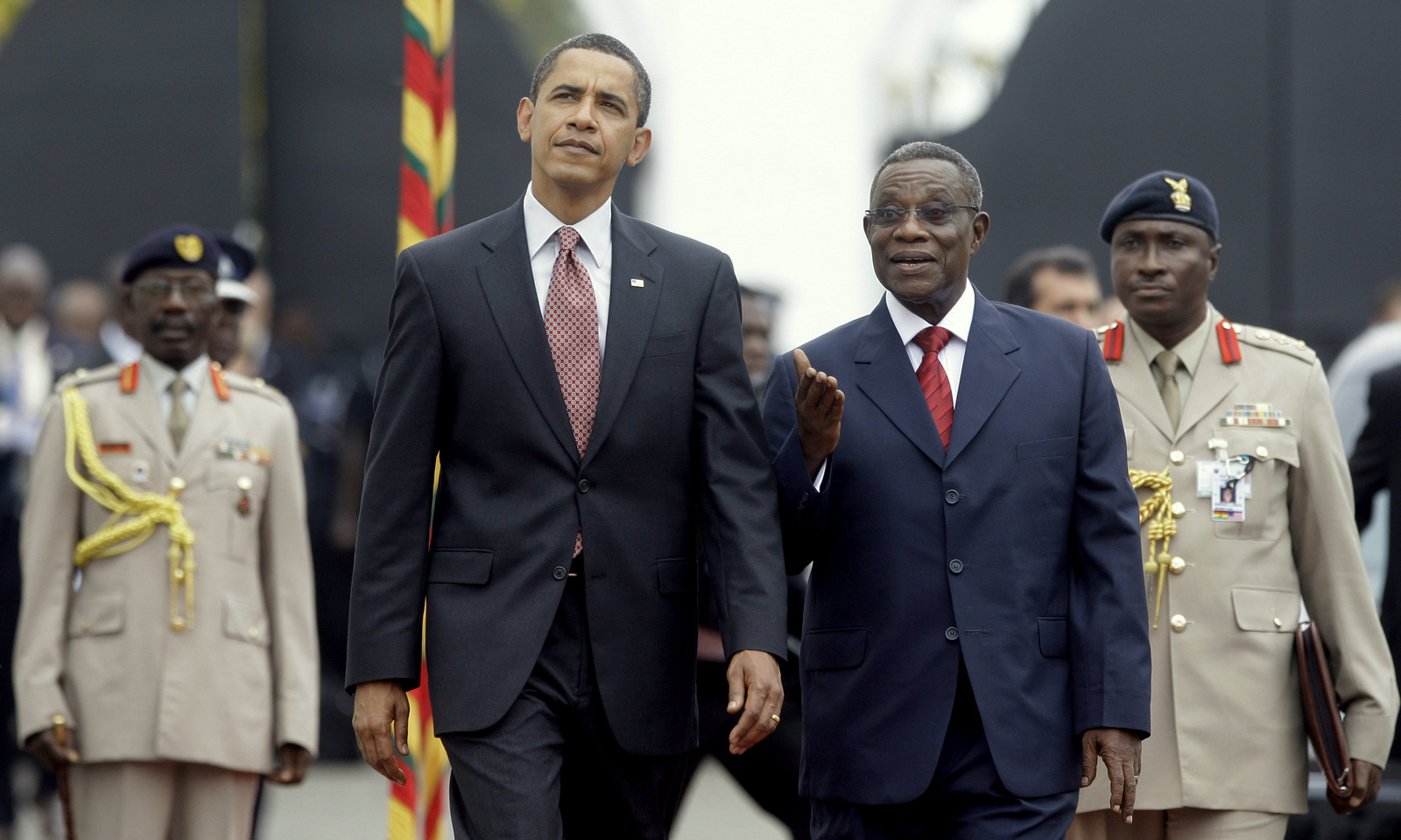 US President Barack Obama walks with Ghana President John Atta Mills, right, at the Presidential Palace in Accra, Ghana, July 11, 2009. (AP/Haraz N. Ghanbari)