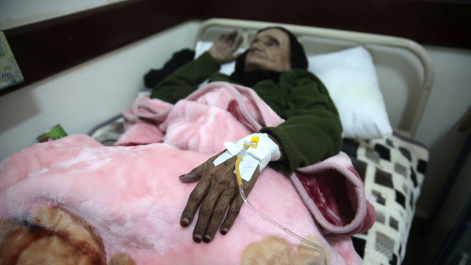 An elderly woman is treated for suspected cholera infection at a hospital in Sanaa, Yemen, May. 15, 2017. The U.N. humanitarian coordinator in Yemen says a cholera outbreak has killed 115 people over the past two weeks. (AP Photo/Hani Mohammed)