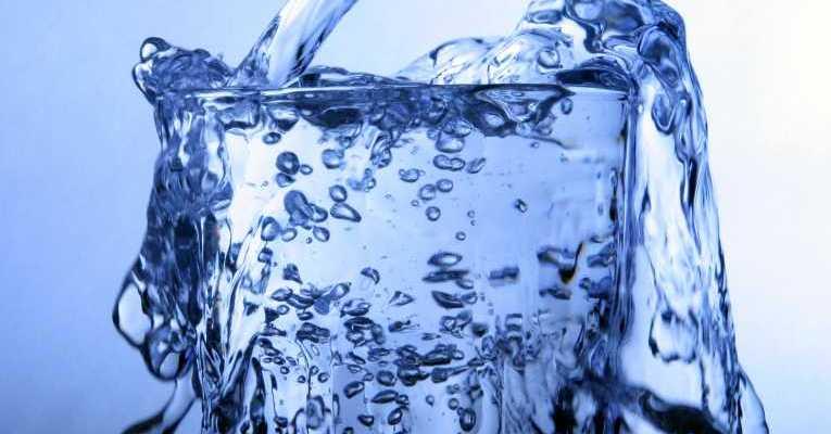 Tu ai grija ce apa bei?