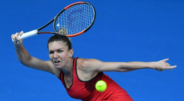La Roumaine Simona Halep face à l'Allemande Angelique Kerber en demi-finales de l'Open d'Australie, le 25 janvier 2018 à Melbourne