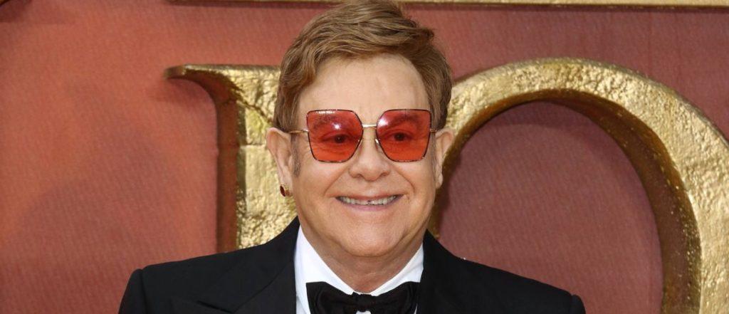 Elton John fête un anniversaire particulier sur twitter