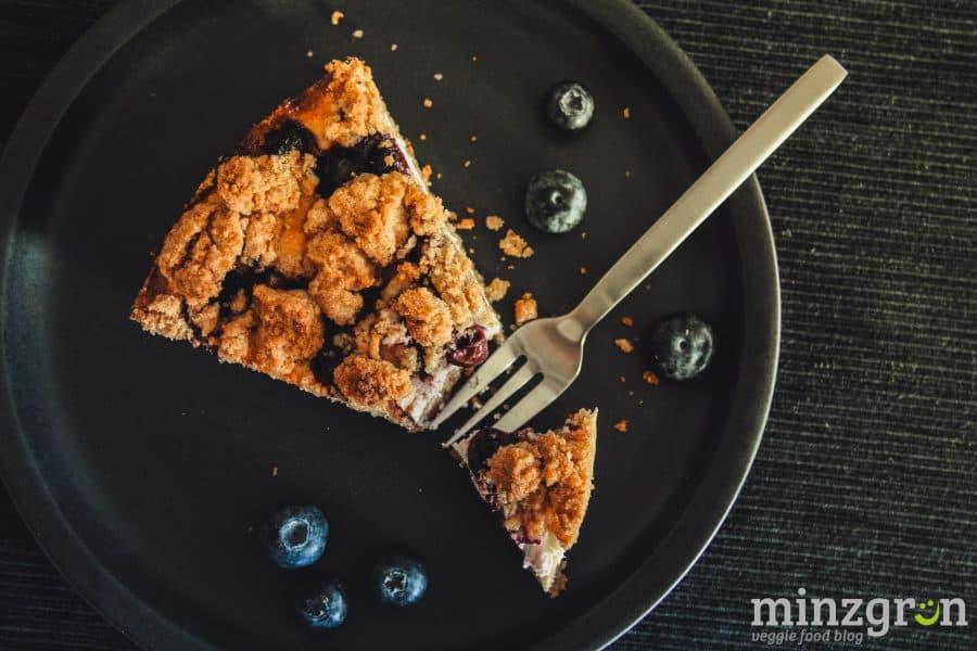 Blaubeer-Cheesecake mit Streuseln