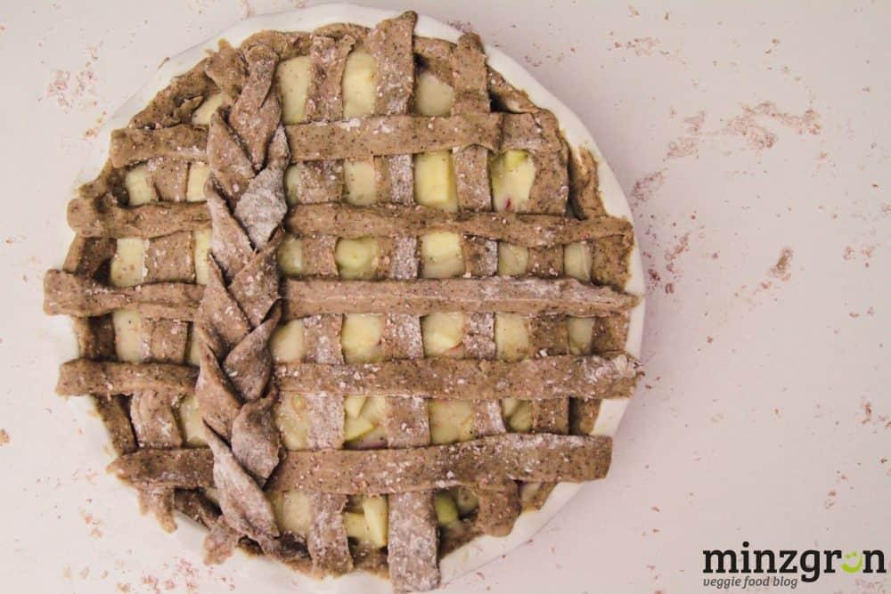 Buchweizen-Apfelkuchen mit Vanillepuddingfüllung
