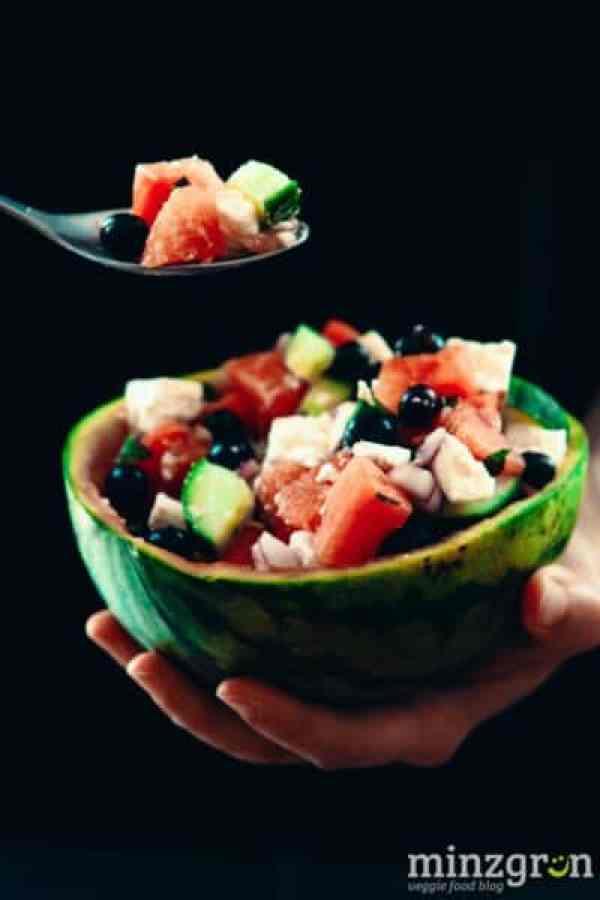 Wassermelone-Feta-Salat mit Heidelbeeren und Minze
