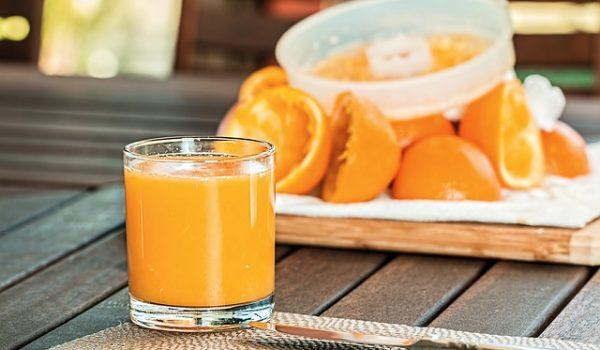 Zumo de naranja recien exprimido