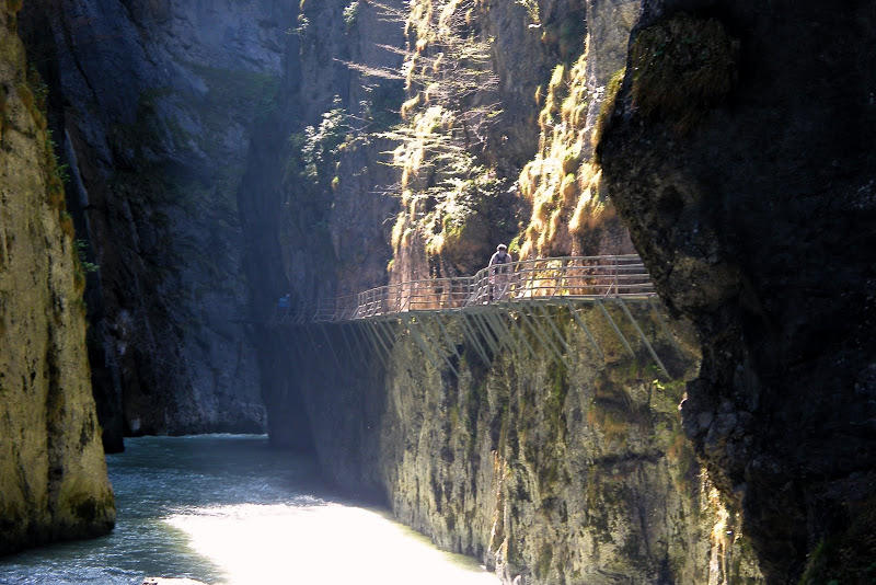 Recorrido entre lagos, montañas y cascadas