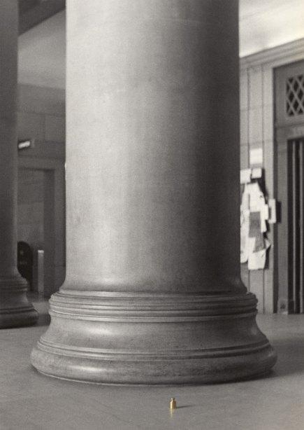 La-columna-y-el-peso_JNB-1973