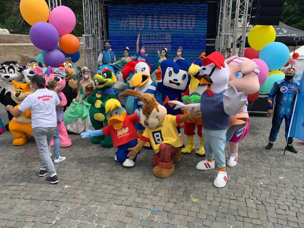 Mirabilandia in piazza a roma insieme ad artisti e lavoratori dello spettacolo dei parchi divertimento