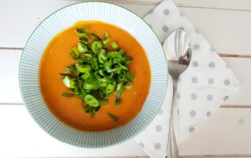 zoete aardappel soep met paprika