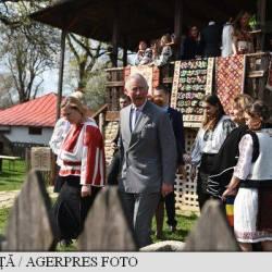Doi medieseni, prezenti la vizita Printului Charles