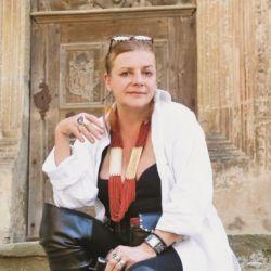 Ioana Craciunescu isi lanseaza o carte la Medias