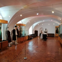 Expoziţie de costum popular vechi