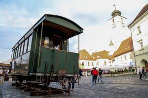 Cel mai vechi și singurul vagon-salon de mocăniță din România (video)