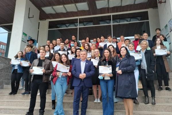 Elevi premiaţi pentru rezultatele la evaluare națională și bacalaureat