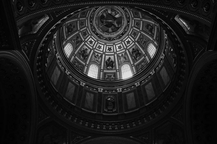 image shows budapest st. stephens basilica inside mirela bauer photo