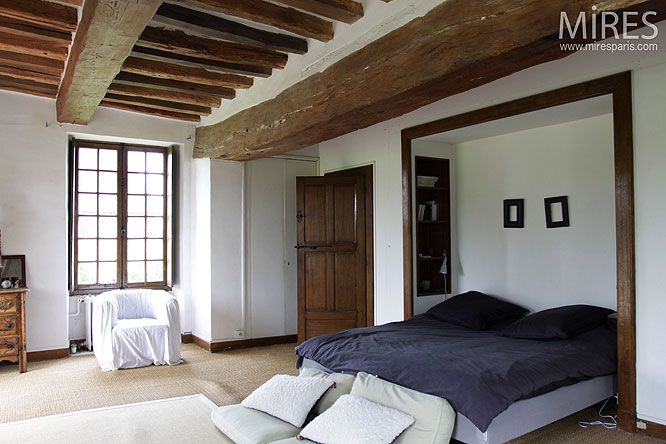 Chambre Et Poutres Apparentes C0132 Mires Paris