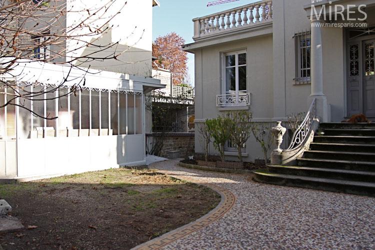 Art Deco Villa With Garden Overlooking The Seine C0646
