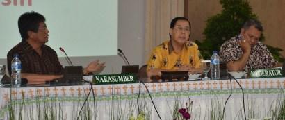 Ki-ka: Rm. Bosco, Mgr. Sutrisna, MSF,(Ketua dan sekretaris Komisi Liturgi),  Mgr. Hubert (Moderator)