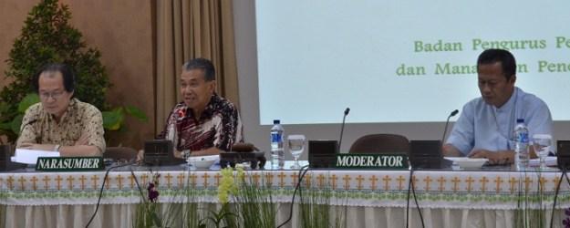 Ki-ka; Rm. Agus, Mgr. Agus (Pengurus Toko buku Obor), Mgr. Yohanes Harun (Moderator)