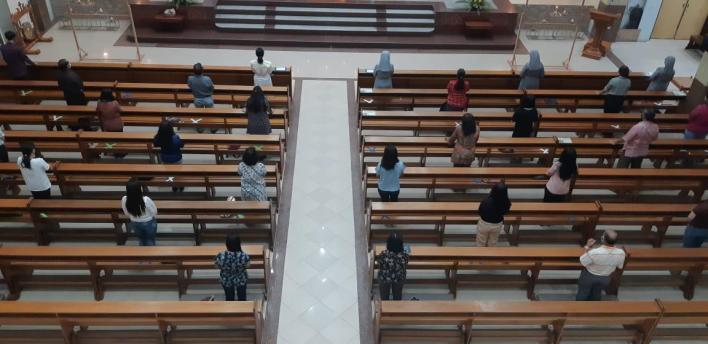 18 Juni, Bacaan, bacaan injil hari ini, bait allah, bapa suci, Doa Rosario Laudato Si, Firman Tuhan, Hari Komunikasi Sedunia, Hari Minggu Paskah IV, iman, Injil Katolik, Kitab Suci, Komsos KWI, Konferensi Waligereja Indonesia, KWI, Mei, Mei Bulan Rosario, Minggu Paskah, opini, Paus Fransiskus, Pekan Komunikasi Nasional, pekan suci, penyejuk iman, pesan paus, rosario, sabda tuhan, Yesus Juruselamat, Hari Raya Tubuh dan Darah Kristus