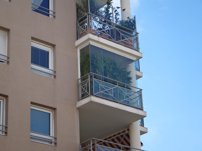 fermetures de balcon en verre a