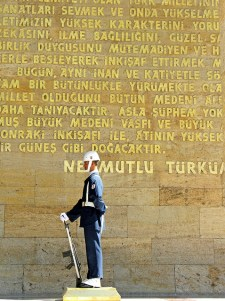 A soldier stands guard at Atatürk's tomb https://flic.kr/p/4nNP92