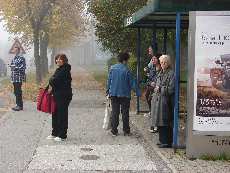 Starijima od 50 godina osigurali besplatni prijevoz iz naselja u grad