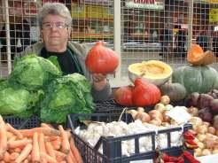 Radojka Zdjelar unatoč invaliditetu na tržnici prodaje svoje eko proizvode (foto: J. Grgurić)