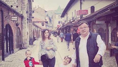 Halid Bešlić ima vremena za svoje unuke i voli provoditi dane s njima