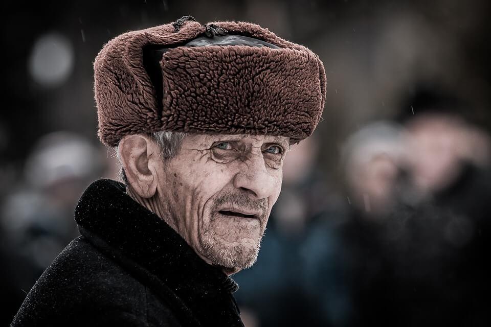 Ruski umirovljenici imaju manje mirovine nego Hrvati, ali ne moraju kopati po smeću